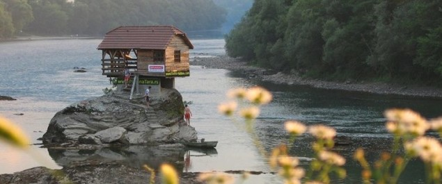 TIP.ba  Video: Kućica na Drini svjetski hit!